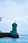 海边蓝色的灯塔