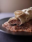 粗麻袋,红米,盘子