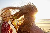 母女,风吹,海滩,特写