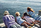 父母,女儿,躺着,码头,瑞典
