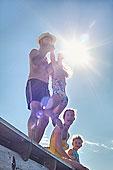 年轻家庭,玩,码头,瑞典