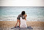 男孩,搂抱,母亲,海滩,后视图