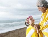爷爷,孙女,海滩