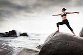 女人,练习,瑜珈,岩石上,海滩