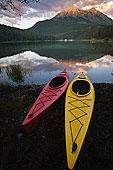 皮划艇,湖,省立公园,顶峰,背景,落基山脉,加拿大