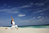 女人,实践,瑜珈,海滩,天堂岛,巴哈马,侧面