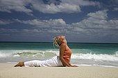 女人,实践,瑜珈,海滩,侧面