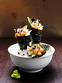 三个,手卷寿司,饭碗,特写
