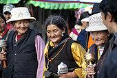 老,藏民,朝圣,转经轮,拉萨,西藏,中国
