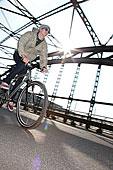中年,骑车,骑,自行车,桥