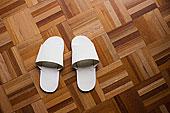 白色,拖鞋,木地板