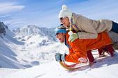 微笑,伴侣,放入,雪,雪撬,山,背景