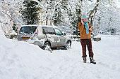 女人,站立,雪中,靠近,汽车,交谈,手机