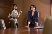 两个,职业女性,会议室,打开,门