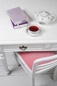 茶,书本,书桌