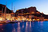 游艇在海港,城堡,在黄昏,博尼法西奥,科西嘉岛,法国