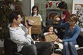 家庭,打开,圣诞礼物