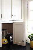 彩色照片,照片,白天,无人,室内,时尚内饰,竖图,特写,白色,现代,厨房,存储,概念,解决方案,留白,角,门,器具,烤面包机,榨汁机,食品搅拌器,食品加工器具