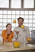 夫妻,厨房,男人,杂耍,柚子